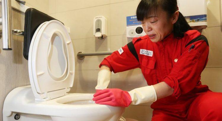 Çin'de Temizlik İşçilerine Akıllı Bileklik Takma Zorunluluğu Getirildi!