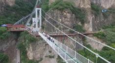 Çin'in en büyük cam köprüsüne ilk adım!