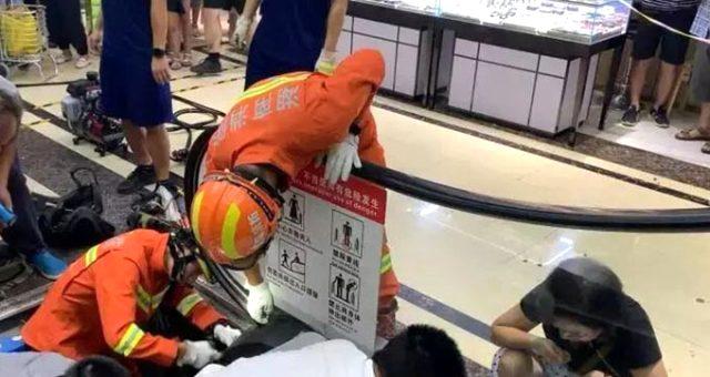 Çin'de yaşanan feci kazada güvenlik grevlisinin dikkati faciayı önledi