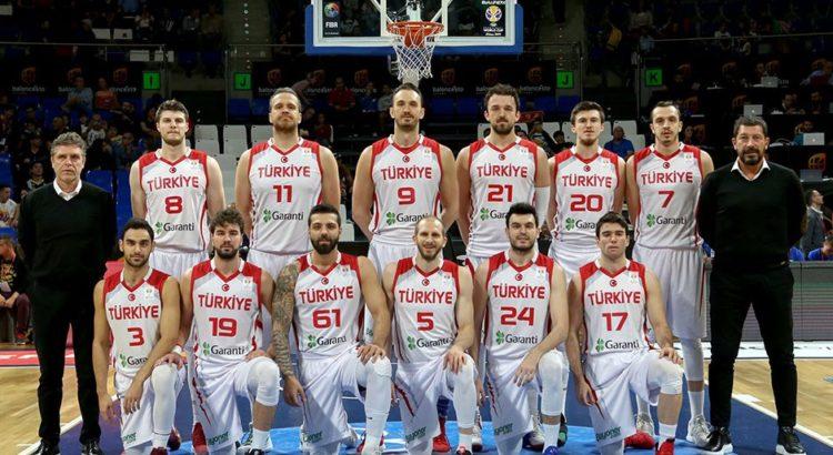 Çin'in ev sahipliği yapacağı 2019 FIBA Dünya Kupası'nda mücadele edecek A Milli Erkek Basketbol Takımı, organizasyonun son hazırlık maçlarını bu ülkede oynayacak. İstanbul'daki son antrenmanını bu akşam gerçekleştirecek milli takım, 21 Ağustos Çarşamba günü saat 01.25'te Çin'e gidecek ve organizasyon öncesi son turnuva maçlarını yapacak. İstanbul Havalimanı'ndan kalkacak uçakla Şanghay'a gidecek milli takım, buradan Suzhou kentine geçecek. Suzhou'da 23-27 Ağustos tarihlerinde düzenlenecek Atla Challenge Turnuvası'na katılacak milliler, bu karşılaşmaların ardından Dünya Kupası'nda grup maçlarını oynayacağı Şanghay'a dönecek. Milli takım, 31 Ağustos-15 Eylül tarihleri arasında gerçekleştirilecek 2019 FIBA Dünya Kupası'nda E Grubu'nda ABD, Japonya ve Çekya ile karşı karşıya gelecek.