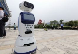 Çin'de Robot Trafik Polisi!