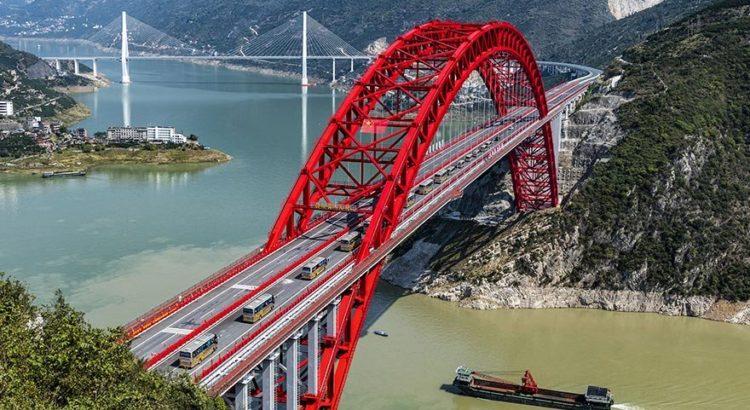 Çin'in inşa edilen dev köprüsü açıldı!