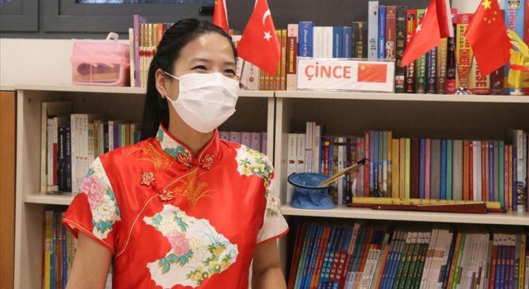 Çinli eğitmen Peng Türkiye'nin Kovid-19 mücadelesini hayranlıkla izliyor