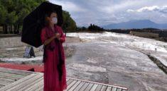 Pamukkale'yi gezmeye gelen Çinli turist, seferler durunca 3 ay Türkiye'de kaldı